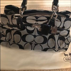 Coach Signature Maggie handbag